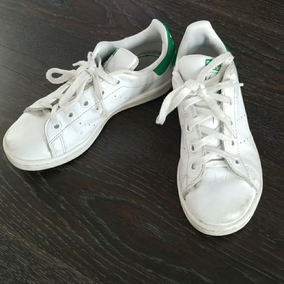 girls white adidas stan smiths